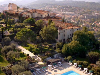 The hotel Chateau Saint Martin and Spa in the South of France seen from above with beautiful swimming pool